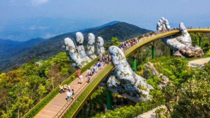 golden-bridge-lifted-Dang-Nang-Viet-Nam-toptipsforher.com