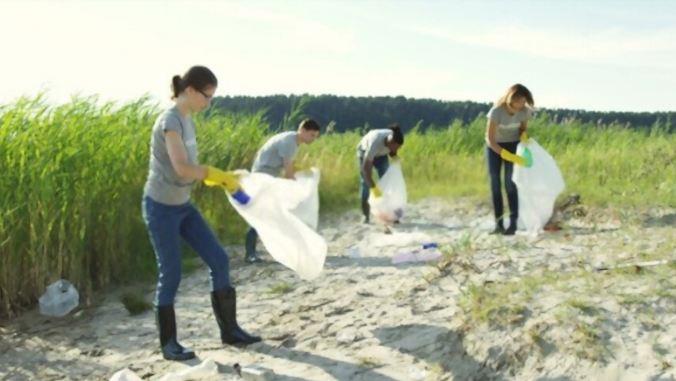 young-volunteers-group-safe-nature-toptipsforher.com